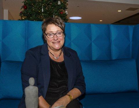 Biblioteksjef Rita Jørgensdatter forteller at de er svært glade for midlene som Nasjonalbiblioteket har innvilget. - Vi jobber stadig med nye prosjekter, og ser for oss at det blir en spennende tid framover. Her avbildet ved en tidligere anledning.