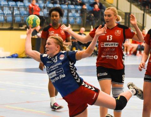 Suveren: Tirill Solumsmoen Mørch spilte en kjempekamp på strek for HSK. Gjestene fra Nit/Hak fant aldri ut av 17-åringens spill.
