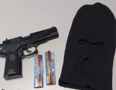 TRUSLER: Politiet har beslaglagt våpen-kopier og softgun hos barn helt ned i 11-årsalderen. – De blir ofte brukt som trusler, gjerne gjennom bilder på sosiale medier, sier Hofseth Gundersen.