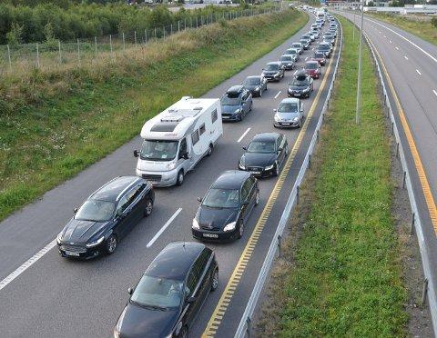 – FORVENT KØ: Det er det klare budskapet fra Statens vegvesen. Fra og med mandag må du beregne bedre tid på vei til jobb om morgenen.
