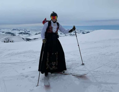ALTERNATIV 17. MAI: Kaja Tveit Sund valgte å feire årets 17. mai fra Norges høyeste fjell.