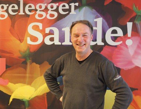 GLAD:  Godt å få åpnet dørene igjen, sier daglig leder av Fargerike i Sande, Per Bakken.