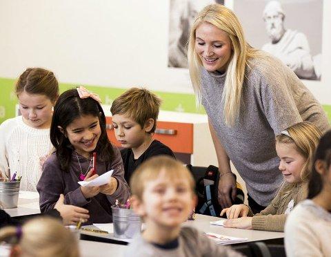 I KLASSEROMMET: Læreryrket blir kalt verdens viktigste yrke, og prognosene viser at det vil bli underskudd på lærere i fremtiden, skriver Petter Aasen. Foto: Andreas Kleiberg/HSN