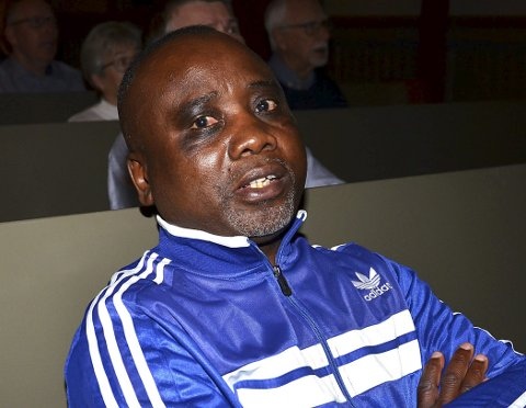 KOSTE SEG: Mysen-karen Mulonda Mwanya sang med på alle sangene.