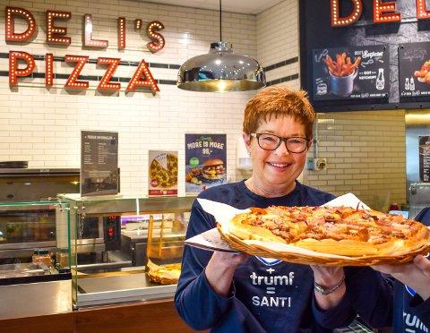 SOLGTE BRA: Liv Bostedt sier de blant annet solgte mye pizza i helgen.