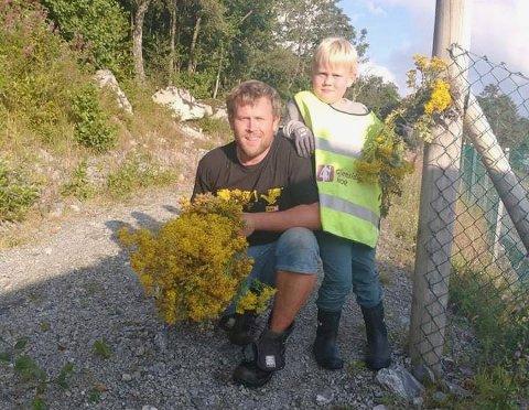 FAR OG SØNN: Emil Strand feirte sju årsdagen med å plukke landøyda på torsdag. Her er han sammen med faren Eirik Mihle Strand.