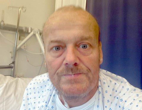 Geir Friberg ligger fortsatt på sykehus etter noen tøffe uker med sykdom. Etter drøye tre uker i Stavanger er han overflyttet til Sykehuset Telemark.