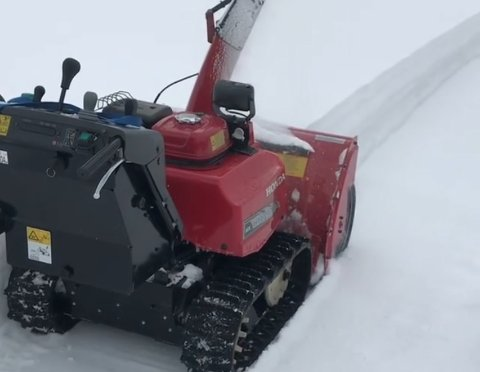 Denne snøfreseren til Asbjørn Olimstad ble stjålet fra en garasje ved Vegarheim kulturhus i julehelgen. Privat foto