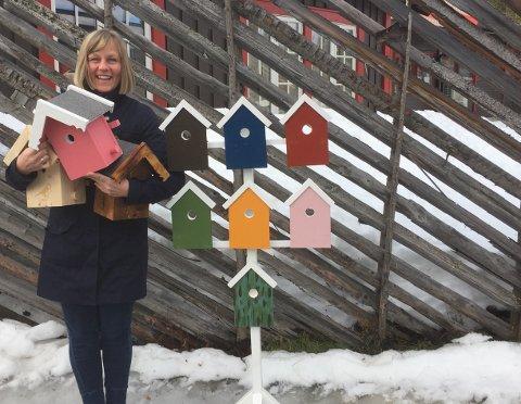 Anne Knutsen fra administrasjonen er den som bruker mye tid på å følge opp markedsplassen på Leirasenteret.