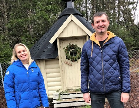 GLADE: Barnehagestyrer Kine Bieltvedt, her med pastor Pavel Novak, er glad for beskjeden om at barnehagen får bygge.
