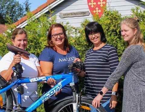 INSPIRERER HVERANDRE:  Karianne H. Hansen, Cathrine Storsveen Hasmo, Monica Andersson og Anita Bakken på bildet, samt nykommer Ingeborg Thorsø, deltok på vinnerlaget til Deør barnehage.