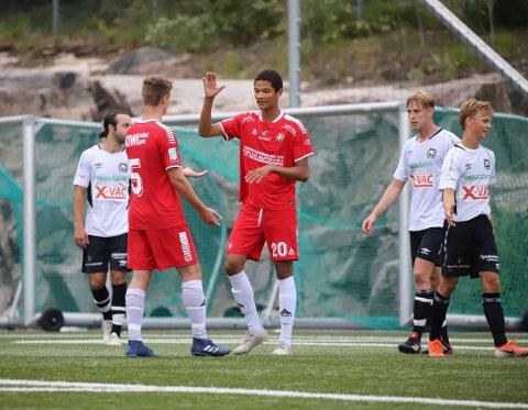 SUPERTALENT: Alwande Roaldsøy som 15-åring i aksjon på DFIs A-lag.