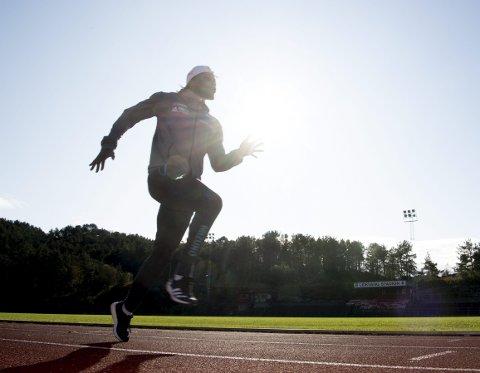 Salum Kashafali flyktet med familien fra Kongo som liten. Veien gikk                    via flyktningleirer i Rwanda og Malawi, via Vadsø i to år og så til Bergen og Loddefjord som 13-åring. Der spilte han fotball, inntil synet gjorde at han så svært lite ute på banen. Da begynte han med friidrett.