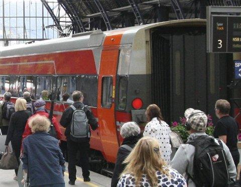 Økt trafikk: Flystreiken ga merkbart økt passasjertrafikk på Bergensbanen, men også ekspressbussene. Under hele SAS-konflikten kjørte Vy med ekstravogner over fjellet. FOTO: TOM HJERTHOLM
