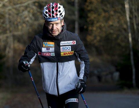Det er ikke så ofte det internasjonale skiforbundet hylles, men det gjør vossingen Sjur Røthe etter at FIS snudde i saken om fluorforbud.