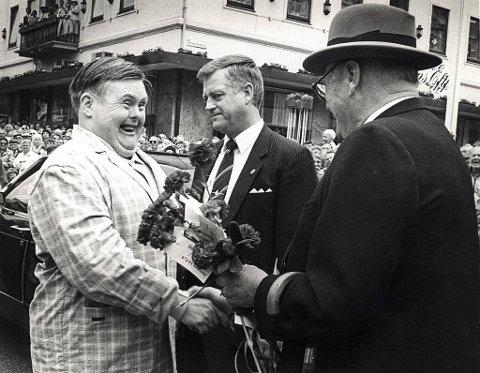 Under åpningen av Festspillene på Ole Bulls plass i mai 1988, gikk Bjørn Winther Sørensen spontant frem og håndhilste på sin gode venn kong Olav.