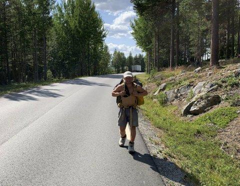 Gjermund Bratberg (21) går i tøfler fra Bergen til Oslo for Mongolia.