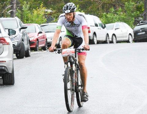 BILPLEIE: Vi er vant til å se Erik Marki Bjorli som aktiv triatlon-utøver. Nå starter han bilpleie-firma.