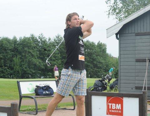 SER NYE MULIGHETER: Når Drammens Tidende møter Fredrik Utengen på golfbanen forteller han at han tror SHK-laget har trent godt på egenhånd i sommer og står godt rustet til den første sesongen i toppdivisjonen.