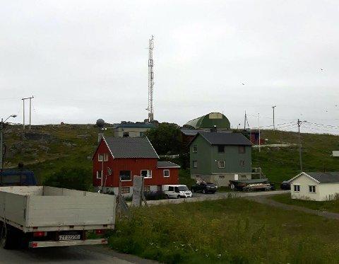Det bekymrer innbyggerne i Gjesvær at denne høye masten nå ikke lenger har lys.