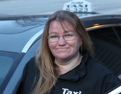 KREVJANDE: Både mentalt og økonomisk har det første koronaåret bydd på utfordringar for Ann-Kristin Helle og dei andre sjåførane ved Florø Drosjesentral.
