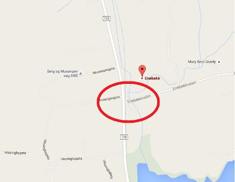 Ulykken skjedde ved planovergangen Enebekk på Rådesletta (innenfor rød ring).