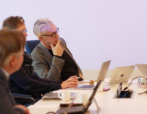 Bror Martin Hanssen tar imot opplysningen om at fylkesmannen kan være ferdig med Frydenlundforbindelsen i mai, med tilfredshet.