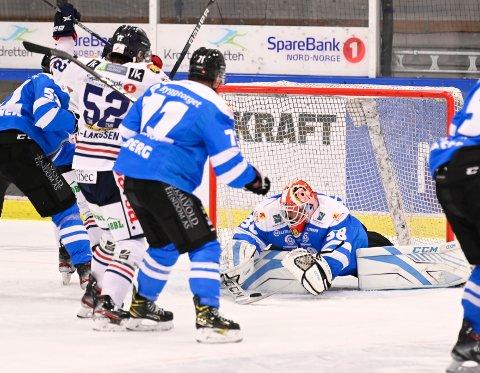 KJEMPEHELG: Oscar Fröberg har hatt ei meget sterk helg som hockeykeeper for Narvik.