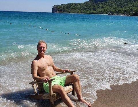 HENTER SEG INN: Tor Andre Johnsen nyter noen rolige dager ved Middelhavet.
