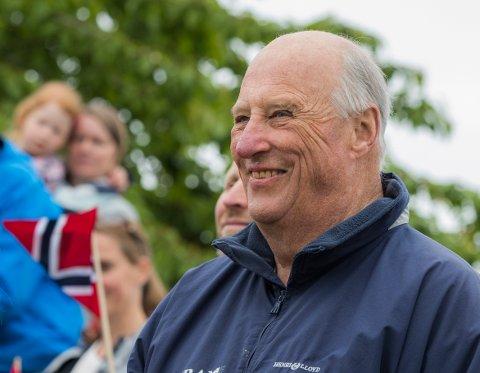 Kong Harald er innlagt på Rikshospitalet i Oslo grunnet en infeksjon. Tilstanden er tilfredsstillende, opplyser kongehusets kommunikasjonsavdeling.