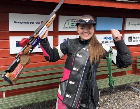 – Helt  sjukt sier Mette Strandlien etter å ha skutt seg til tredjeplass i konkurranse mot den ypperste norgeseliten i Skytternes mestermøte.