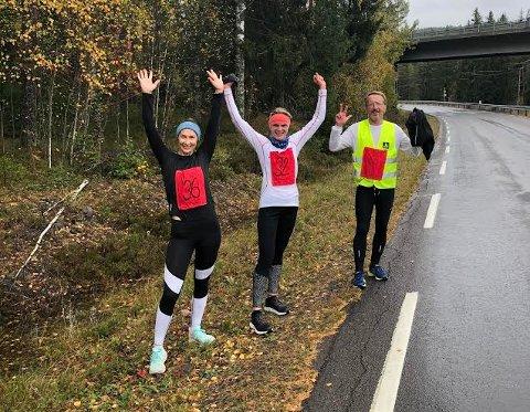 LØPERE: Fornøyde løpere etter passering mål, fra venstre Katinka Yri, Lise Wirstad Dynna og Åge Lindahl.