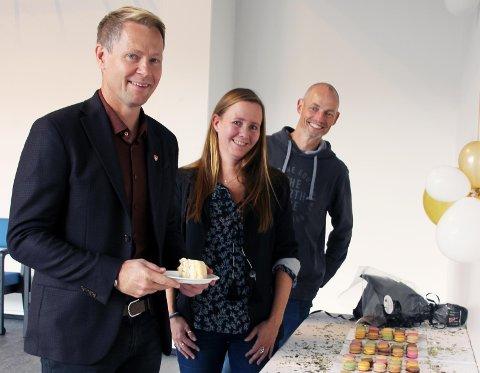 MARKERTE SISTE STIKK: Lunner-ordfører Harald Tyrdal, koronakoordinator Camilla Worvik Orbraaten og kommuneoverlege Bjarne Oure.