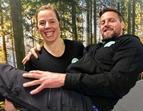 TUNGE TAK: Anne Marte Sveve og mannen Anders Skiaker Myhra er ikke redd for å ta i et tak. De måtte tenke nytt da koronaen stengte Norge for ett år siden.