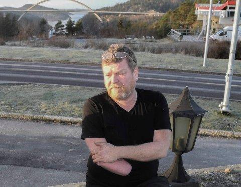 FORKLARER SEG: Grimur Vilhelmsson hevder han sa opp fire ansatte i Halden fordi de underslo fra virksomhetene hans.