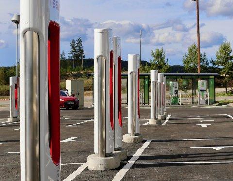 Illustrasjonsfoto. Nå åpner Tesla den fjerde V3 Supercharging-stasjonen i Norge på Maurset i Eidfjord kommune.