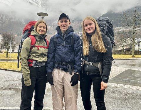 På tur: Torhild Berge Rasmussen, Elisabeth Reinfjord og Wilhelm Tvedt kom til Odda torsdag.Foto: Privat