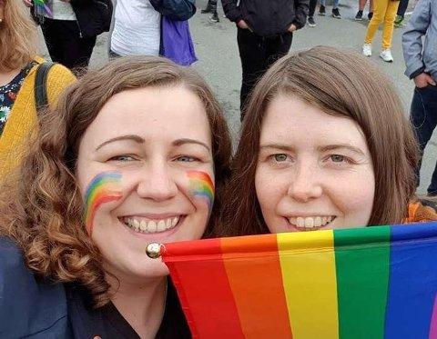 GLAD: – Jeg er glad for at vi nå tar i bruk handlingsplanen jeg var selv med å utforme, sier Leder i Harstad Pride Regina Steen Bergman (til høyre). Her med nestleder Margrethe Killengreen.