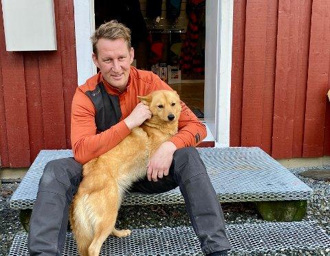 JAKTHUND: Når Jon Anders Hovdal (38) kjøper seg jakthund, blir det mest trolig en finsk spitz, som Taiga.