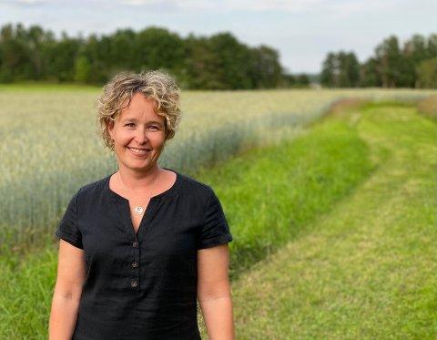 Elin Kubberød (48) bor på et småbruk i Rygge, og har denne våren fått den høyeste akademiske stillingen det er mulig å oppnå innenfor undervisning og forskning, og blitt oppnevnt til professor i entreprenørskap og innovasjon.
