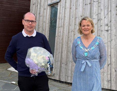ANSATT: Patrik Lundgren er ansatt som kommunedirektør i Lierne kommune. Ordfører Bente Estil har ledet ansettelsesutvalget, som innstilte Lundgren til stillingen.