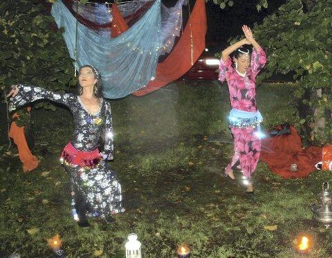 EKSOTISK: Oriental Hips danset magedans på den mørke stien.