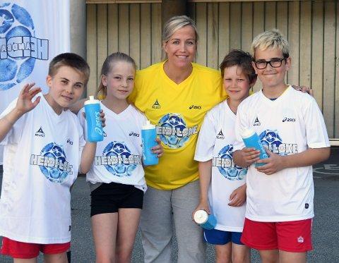 STJERNEMØTE: Linus, Mathias, Hanna og Kristoffer stortrivdes på håndballskolen til Heidi Løke den første uken etter skoleslutt.