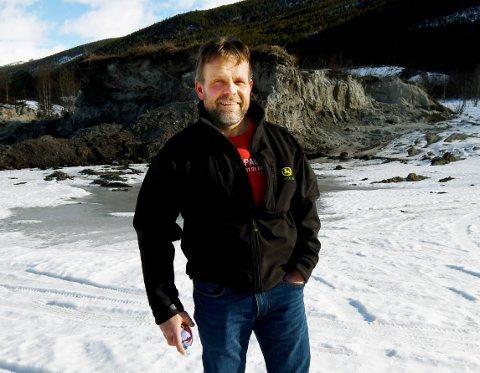 Terje Jonny Sveen, styreleder i Gudbrandsdal Slakteri, på tomta der nytt slakteri skal bygges.