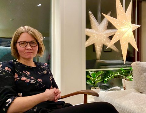 BLIR KUNST: Kreftsykepleier Gro Kristine Kiil Larsen har vært modell og brukt egne erfaringer for kunstverket som kunstneren AFK nå har laget for å hedre landets sykepleiere.