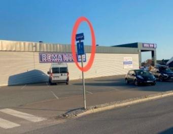 SKILT TIL BESVÆR: Men svaret fra kommunen var ikke som butikkledelsen hadde håpet på.