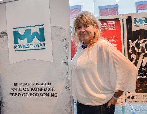 GLEDER SEG: Festivalsjef Mona Pedersen gleder seg til «fake news» og «revolusjon» under årets filmfestival. (Arkivfoto: Randi Undseth)