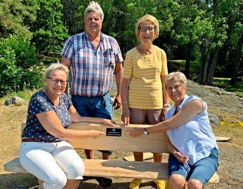 Glade givere: Fra venstre ser vi Gunn M. Langedrag (president), Kjell Grav, Grethe Flatland og Berit Molstad (initiativtagere).