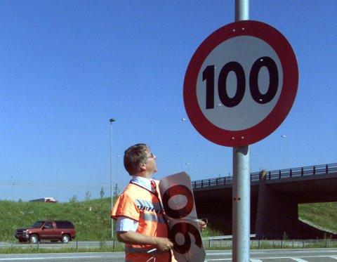 100 km/t var lenge høyeste fartsgrense på norske veier, for fire år siden ble dette øket til 110 km/t. Foto: Scanpix.