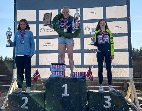 NM motocross dameklassen: 1. plass Mathea Selebø, 2. plass Martine Hughes, og 3. plass Oda Tøndersen. Foto: Nina Tøndersen